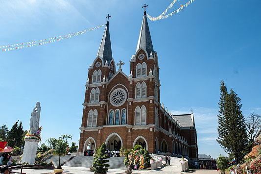 Những nhà thờ tuyệt đẹp để check in ở Đà Lạt